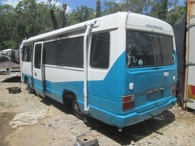 toyota coaster bus 464698 005