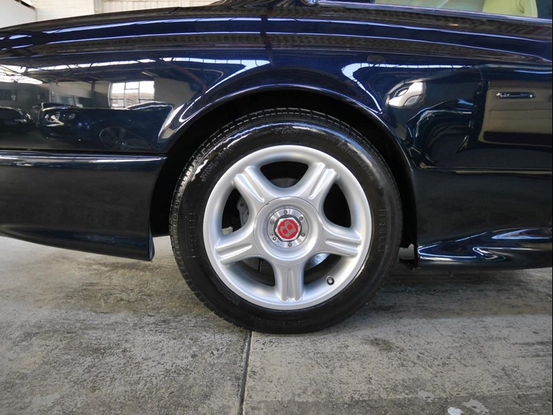 bentley continental 468951 023