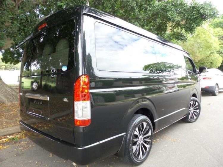 2015 Toyota Hiace Van 10 Seater Low Roof Wide Body Lon For