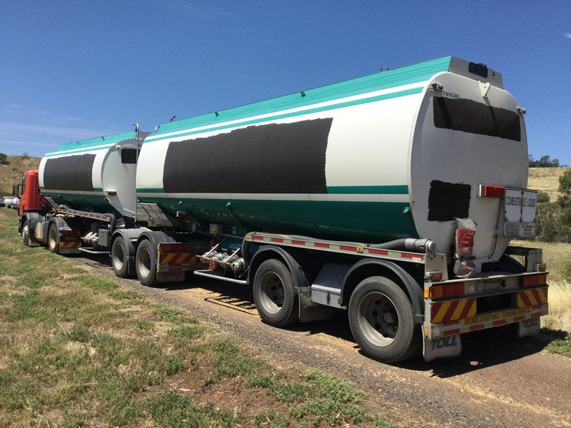 marshall lethlean 19 meter b double set fuel tanker 472477 009