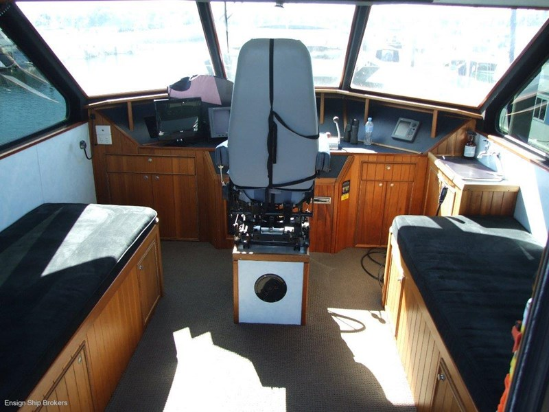 custom charter powercat 49' 324035 017