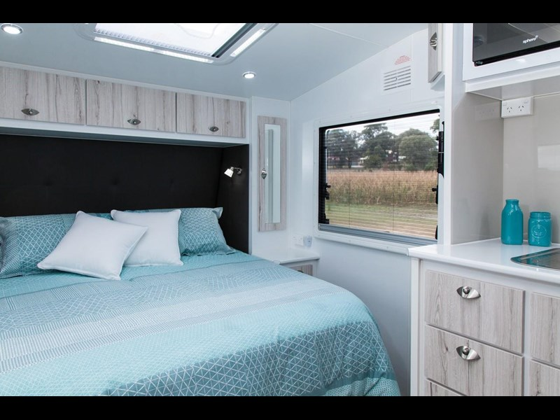 grand salute buckingham 22ft semi off road (family bunk caravan) 478087 003