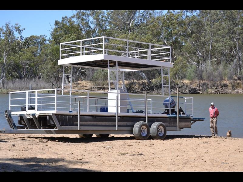 pontoon custom 481116 003