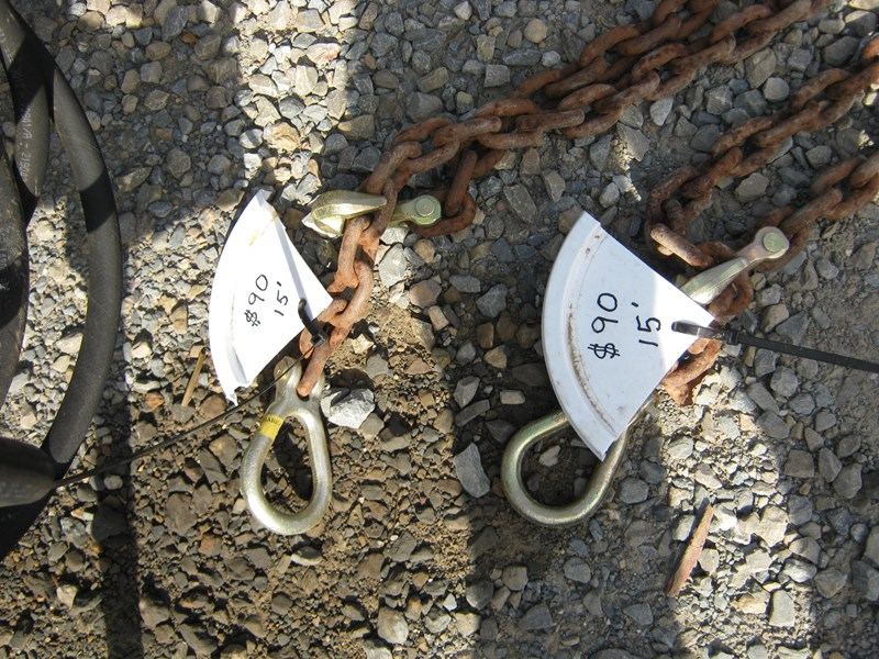 unknown tow chain 14' - 15' approximately with ends 492809 005