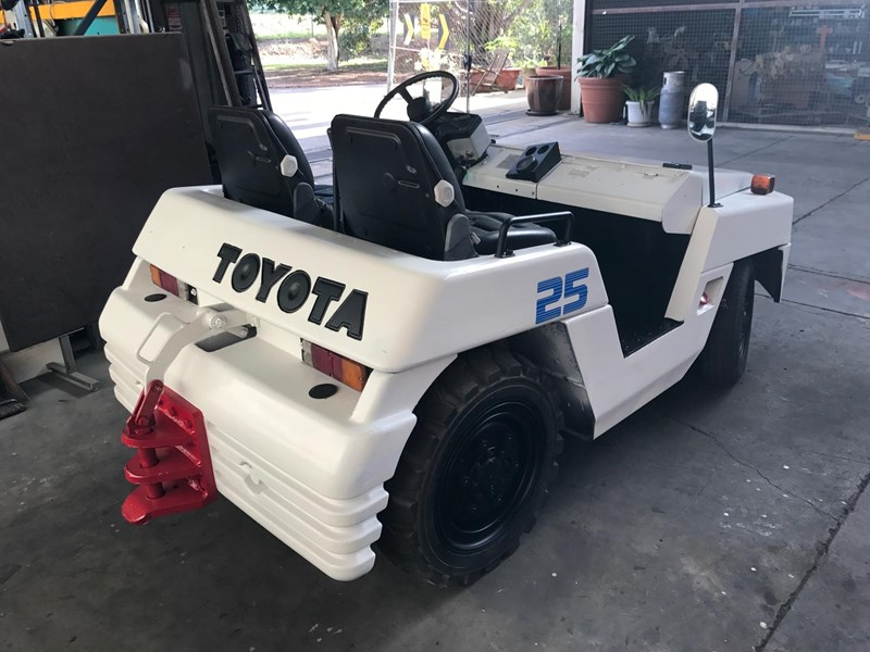 toyota td25 towing tractor 209814 011