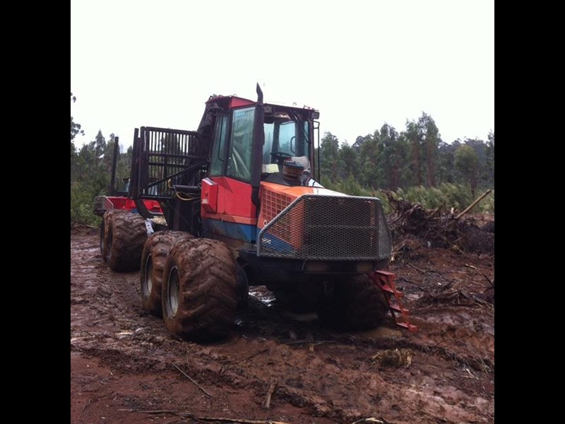 valmet 890-1 log forwarder 185302 009