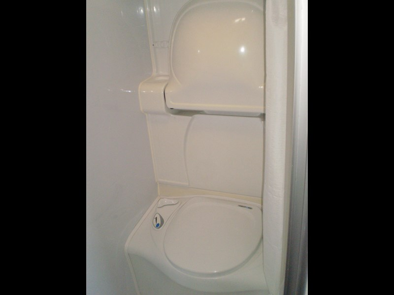 jayco sterling  shower/toilet 511062 027