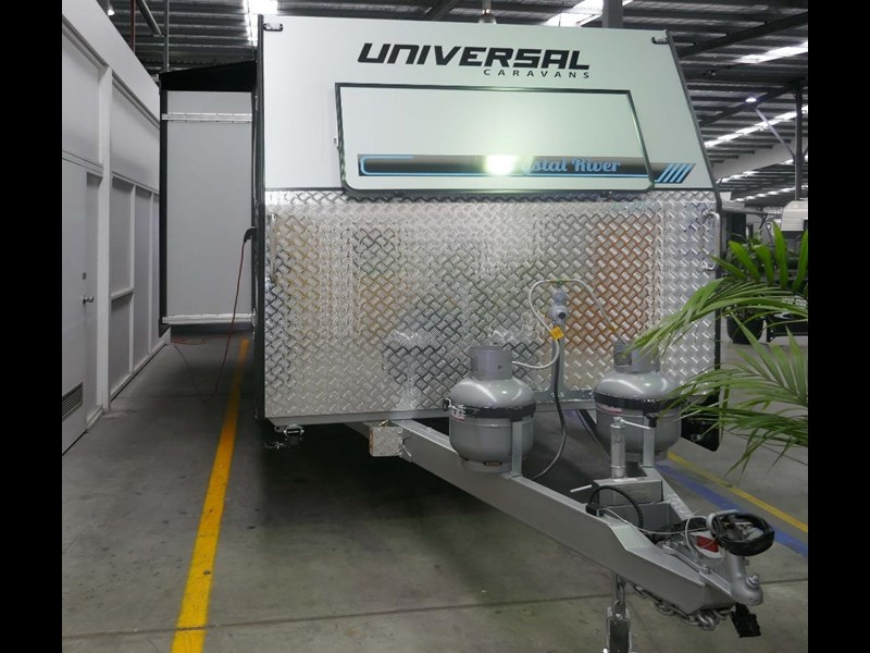 universal caravans crystal river slide out 514925 009