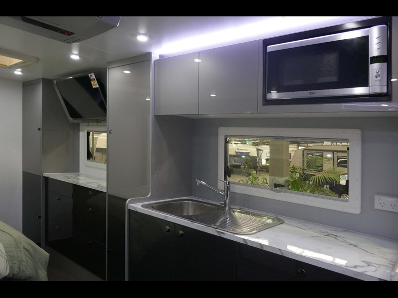 universal caravans crystal river slide out 514925 043