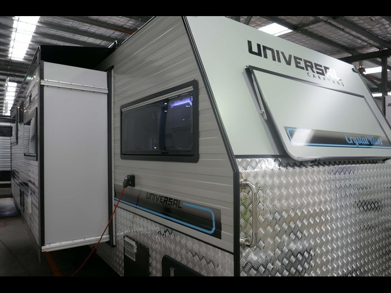 universal caravans crystal river slide out 514925 013
