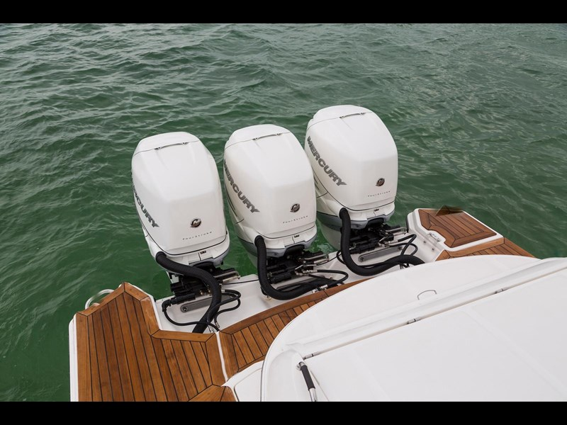 sea ray slx 350 outboard 434374 055