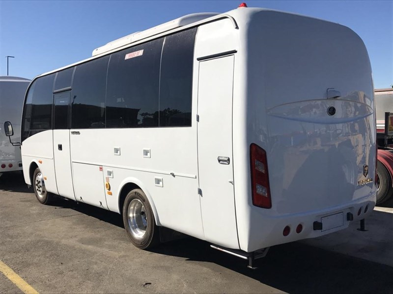 yutong 22 seat mini coach 494759 007