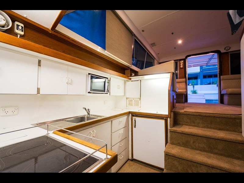 bertram 45' flybridge 523932 023