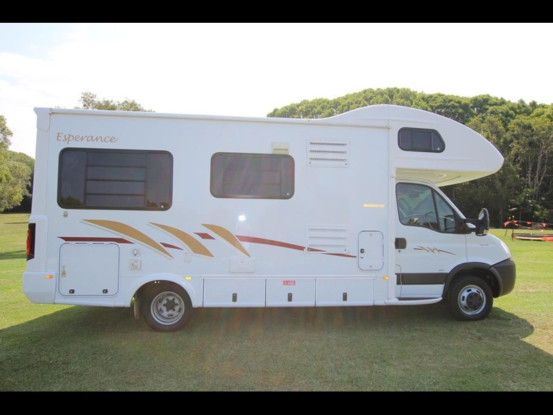 winnebago (avida) esperance c2464 electric bed 536203 009