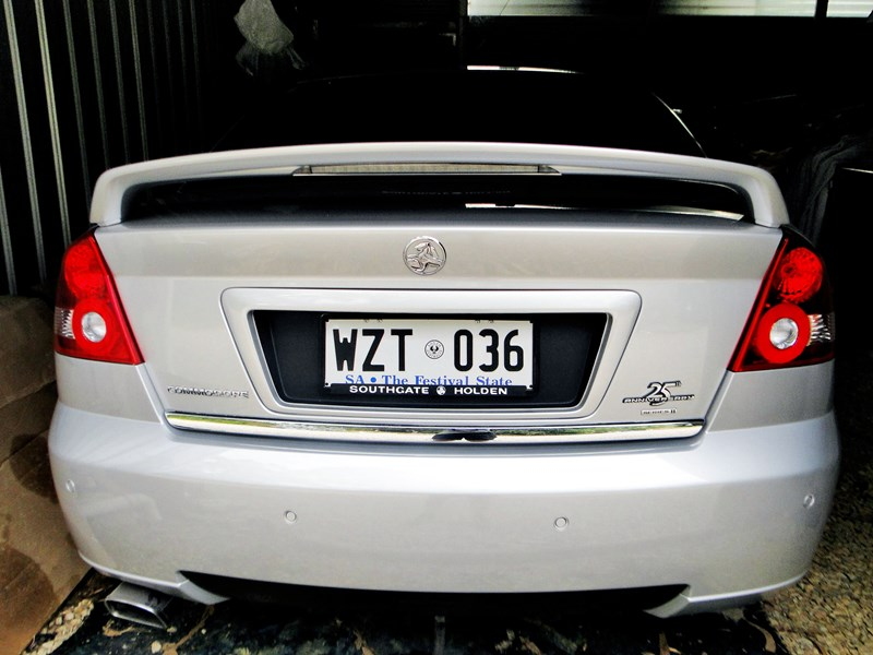 holden commodore 540430 011