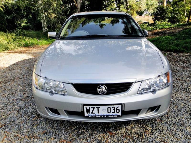 holden commodore 540430 005