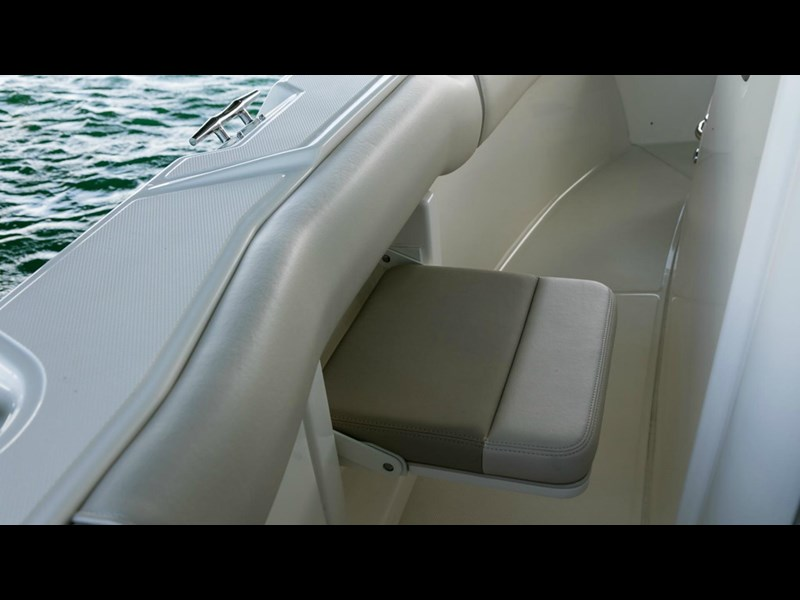 boston whaler 250 outrage 294253 029