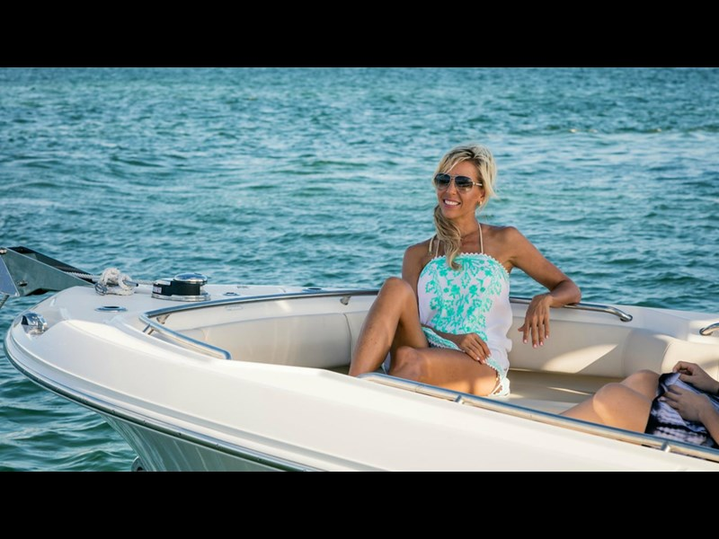 boston whaler 250 outrage 294253 051