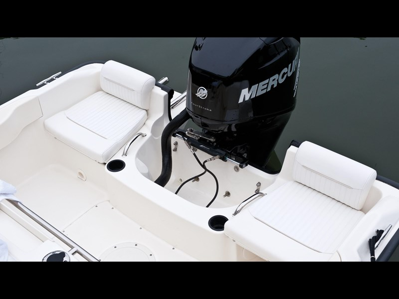 boston whaler 190 outrage 294225 015