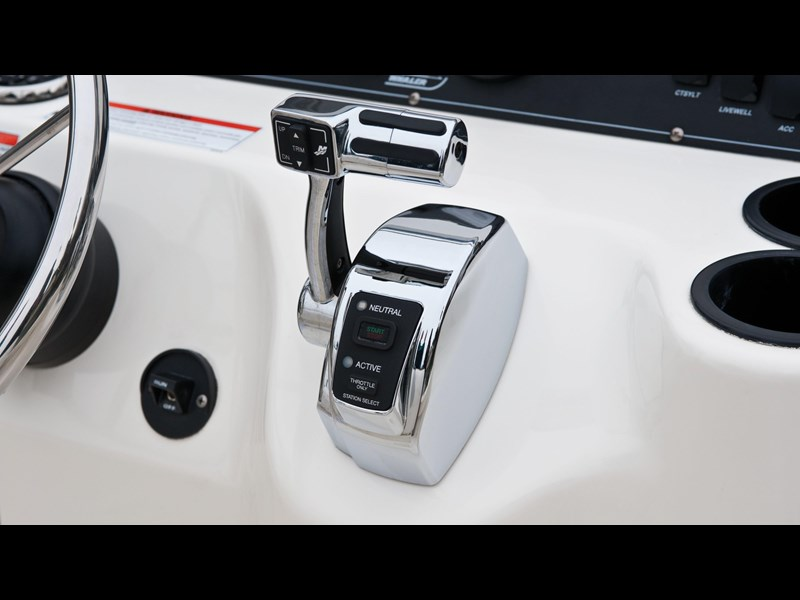 boston whaler 190 outrage 294225 035