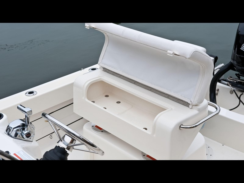boston whaler 190 outrage 294225 025