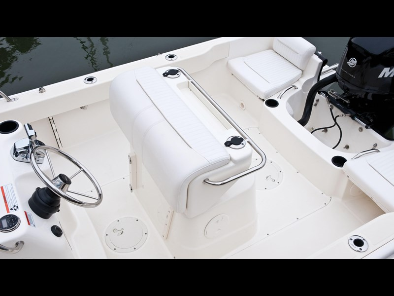 boston whaler 190 outrage 294225 021