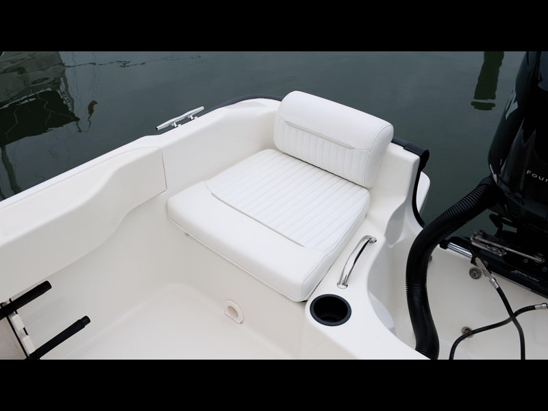 boston whaler 190 outrage 294225 017