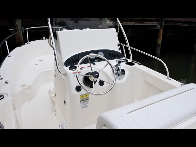 boston whaler 190 outrage 294225 031