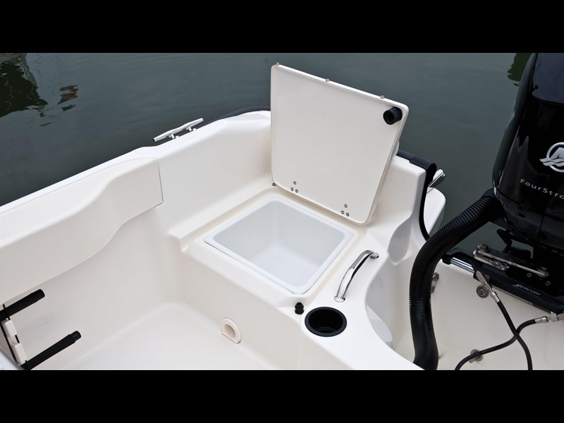 boston whaler 190 outrage 294225 019