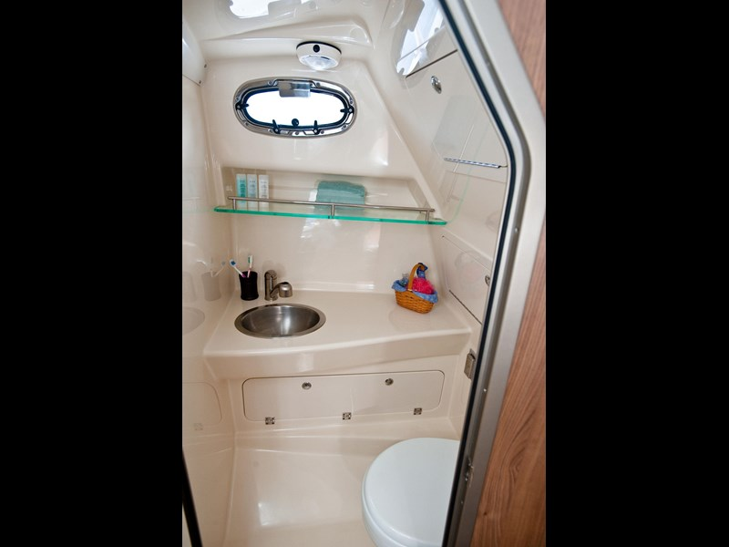 boston whaler 285 conquest pilothouse 294257 061