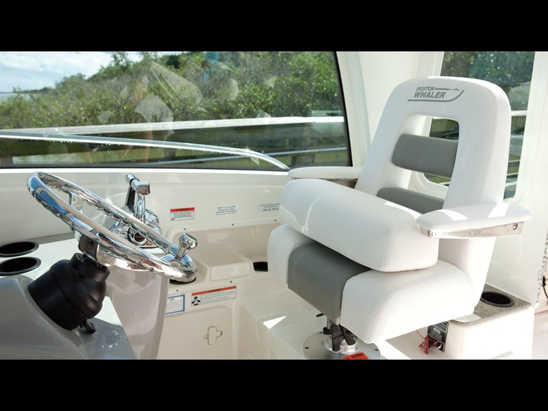 boston whaler 285 conquest pilothouse 294257 043