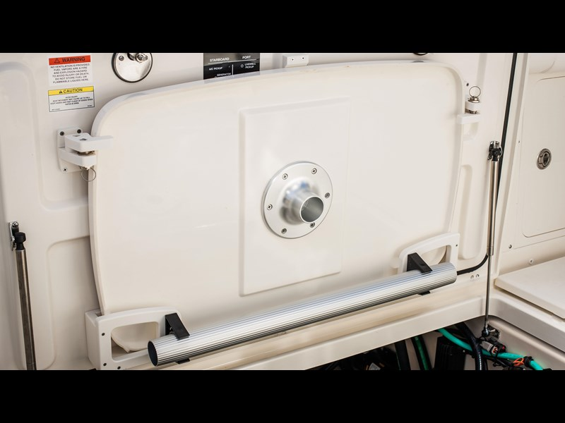 boston whaler 285 conquest pilothouse 294257 021