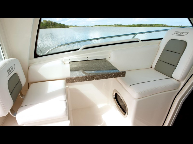 boston whaler 285 conquest pilothouse 294257 035