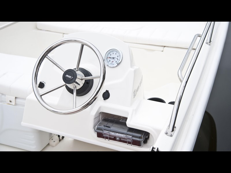 boston whaler 130 super sport 294228 019