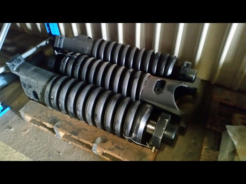 komatsu recoil springs & track adjusters to suit 170221 001