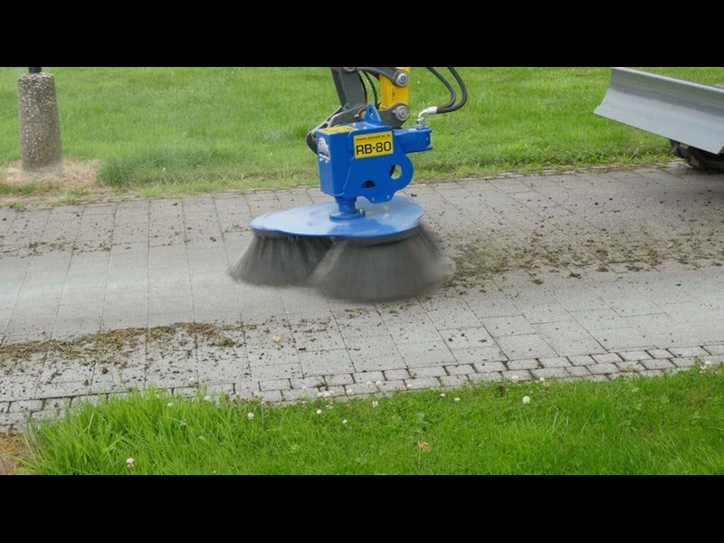 slanetrac rb80 sweeper with hitch 550890 013