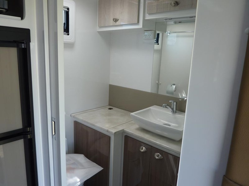 living edge bellagio - ensuite caravan 551474 027