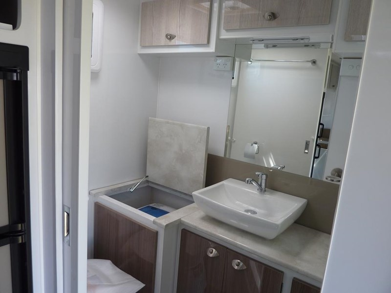 living edge bellagio - ensuite caravan 551474 029