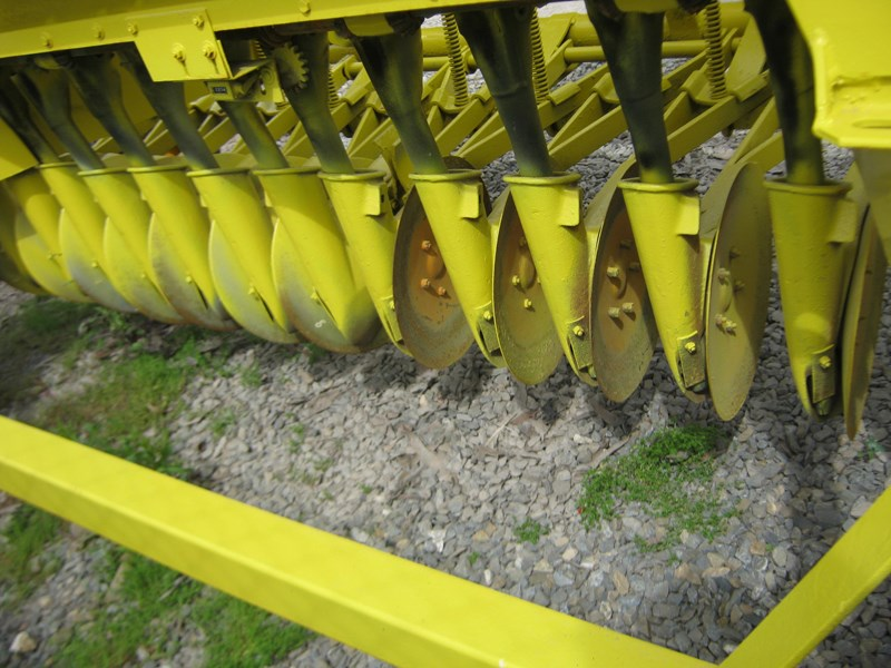 connor shea 14 row disc super seeder trailing 513327 035