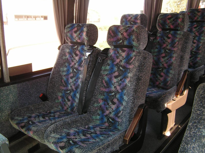 coach recliners with lap/sash seat belts 581305 001