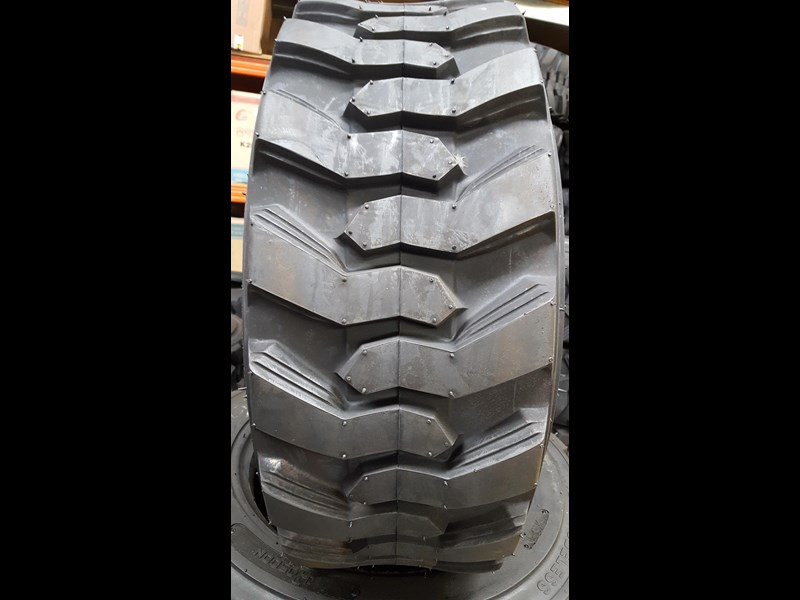 bobcat tyres 10- 16.5 12 ply 334132 005