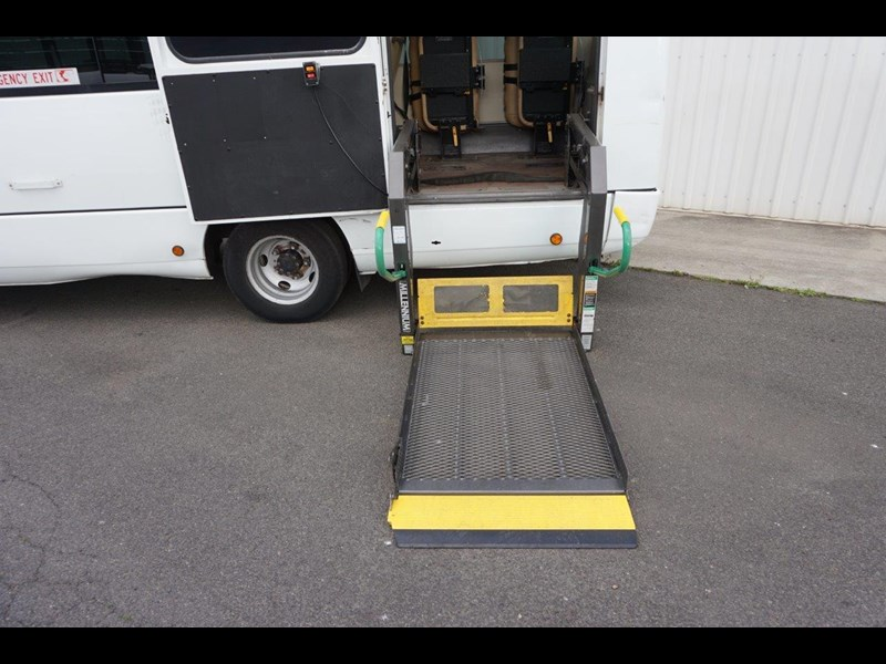 mitsubishi rosa 25 seat with wheelchair lift 555028 055