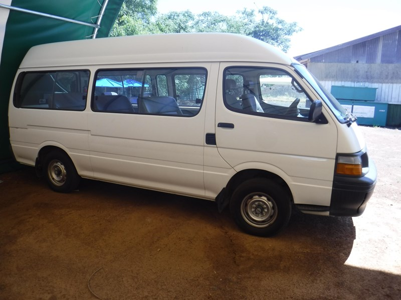 toyota hiace commuter 120 bus 506534 005