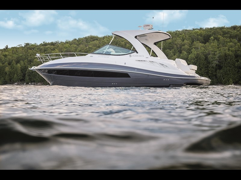 cruiser yachts 35 express sports cruiser 560738 003