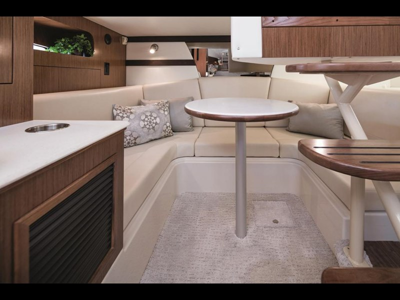cruiser yachts 35 express sports cruiser 560738 007