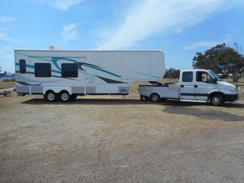 king of the road fifth wheeler 565390 001