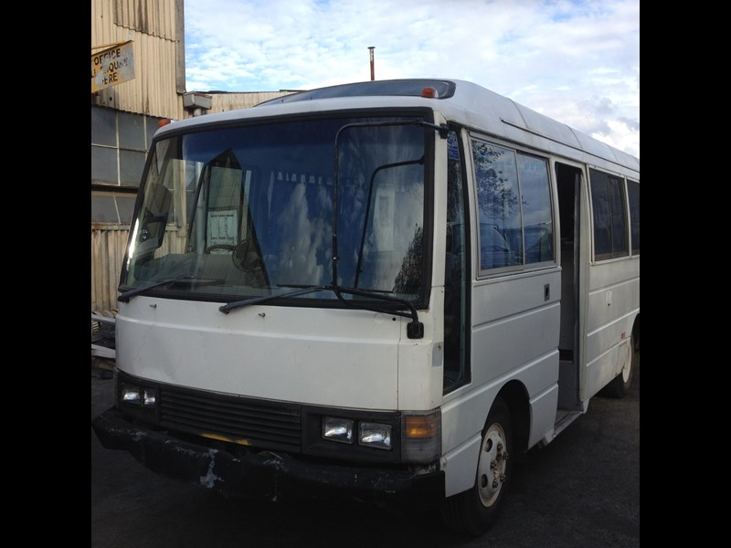 nissan civilian bus 566784 003