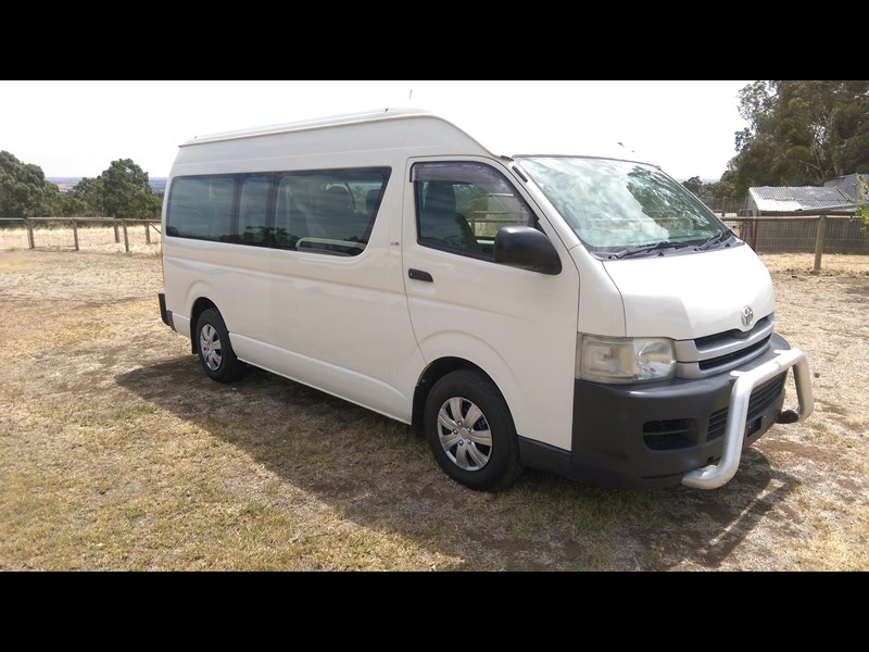 toyota hiace commuter bus 569331 001