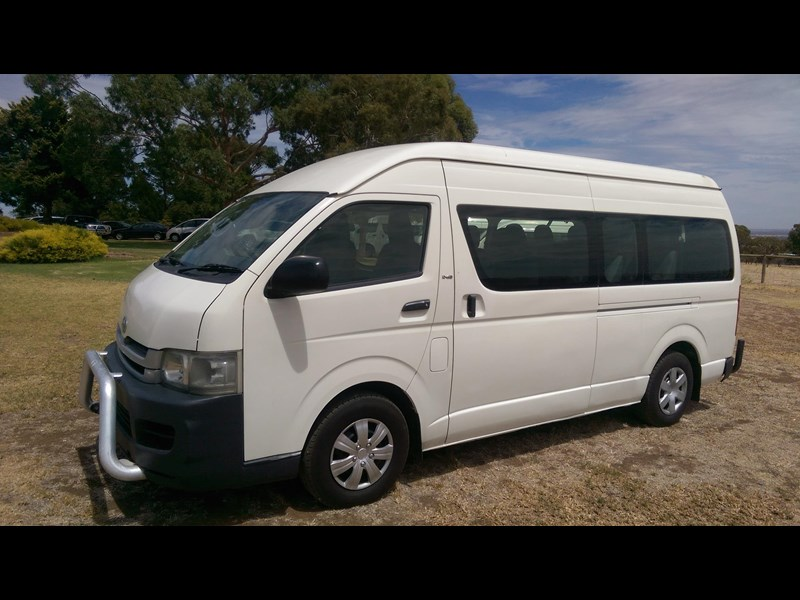 toyota hiace commuter bus 569331 003