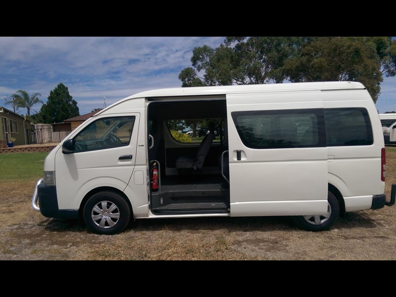 toyota hiace commuter bus 569331 005